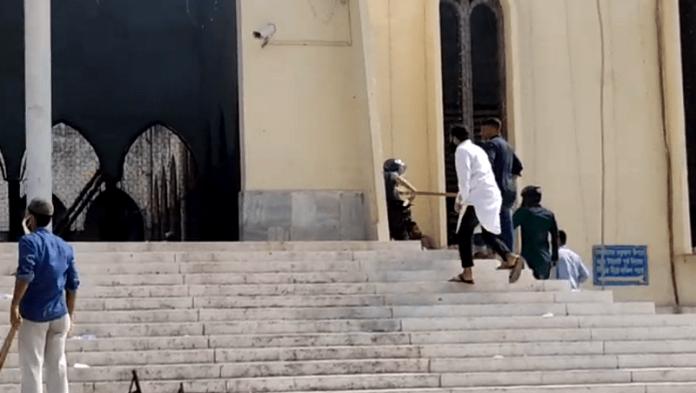 জাতীয় মসজিদ বায়তুল মোকাররম রণক্ষেত্র, চলছে ধাওয়া-পাল্টাধাওয়া