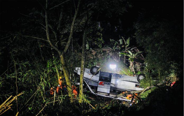 ইন্দোনেশিয়ার বাস খাদে পড়ে ২৭ স্কুল শিক্ষার্থী নিহত