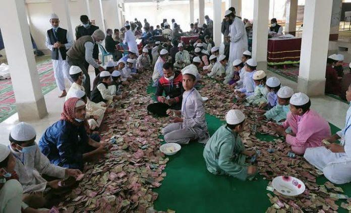 কিশোরগঞ্জের পাগলা মসজিদের দানবাক্সে মিলল ১২ বস্তা টাকা