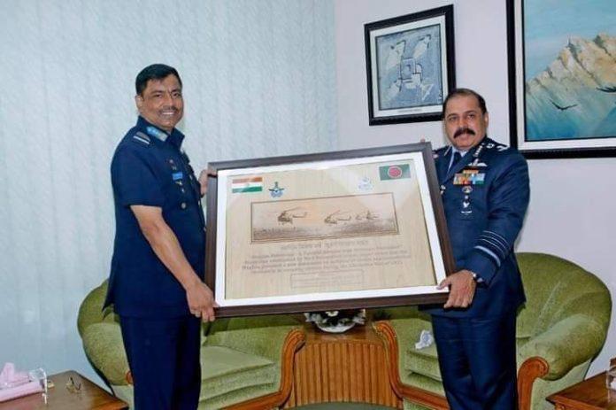 বাংলাদেশ বিমান বাহিনী প্রধানের সাথে বাংলাদেশে সফররত ভারতীয় বিমান বাহিনীর প্রধানের সাক্ষাৎ